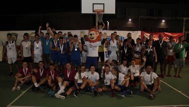 Pozdravljaju vas prvaci Kinder turnira u uličnoj košarci